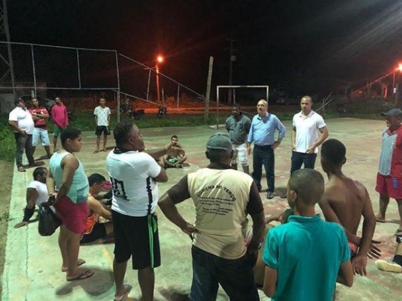 Ao lado do vereador Fagner Matias, Ronaldo Lopes anuncia início de importante obra para o Tabuleiro dos Negros
