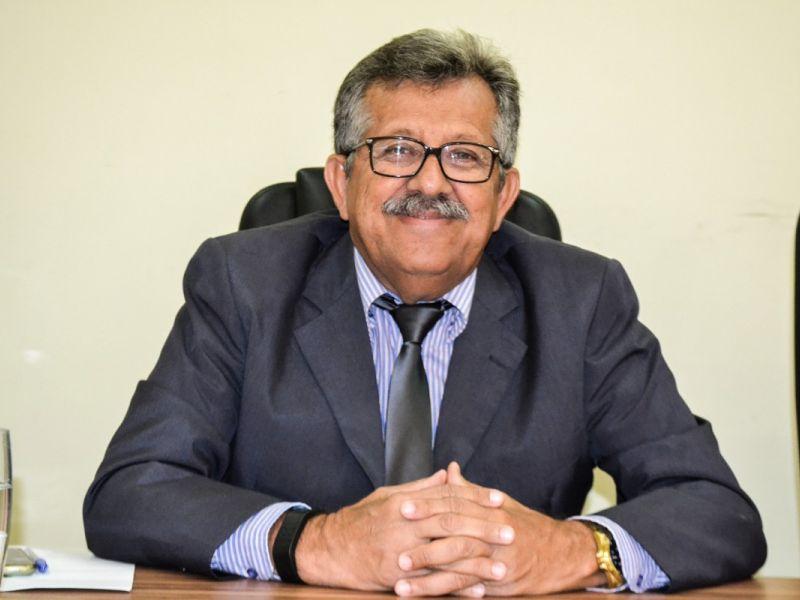 Ernande Pinheiro homenageia personalidades com título de cidadão penedense