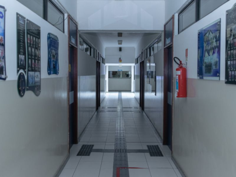 Faculdade oferece vagas de emprego para auxiliar de secretaria e porteiro em Penedo