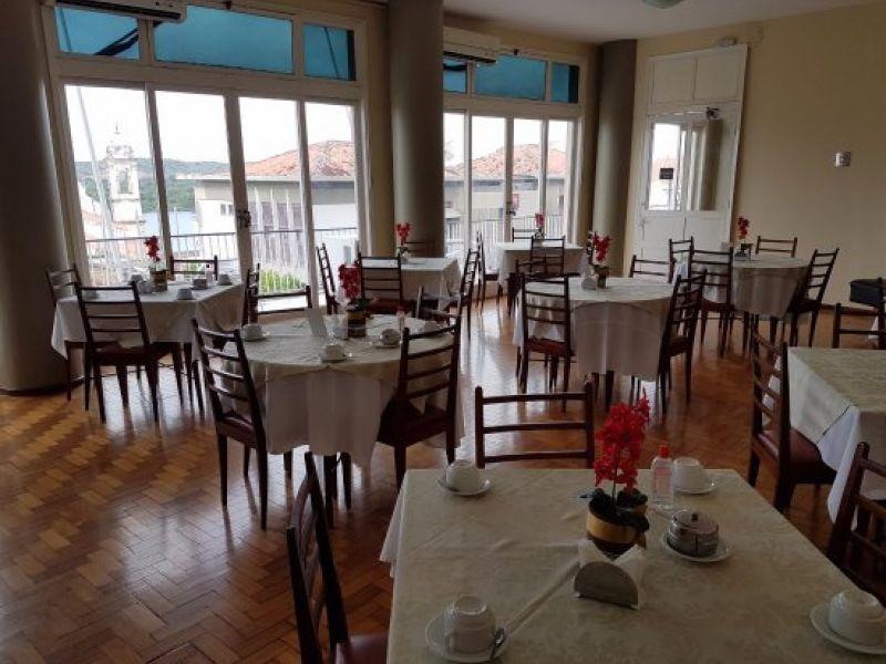 Restaurante do Hotel São Francisco divulga oportunidade de emprego para Penedo