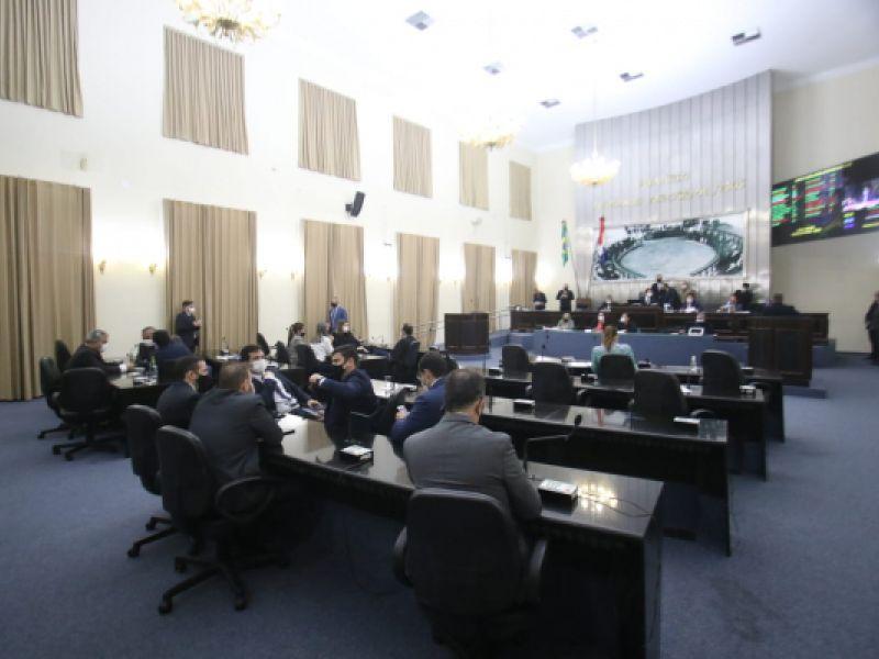 Deputados aprovam a extinção do desconto de 14% para aposentados e pensionistas