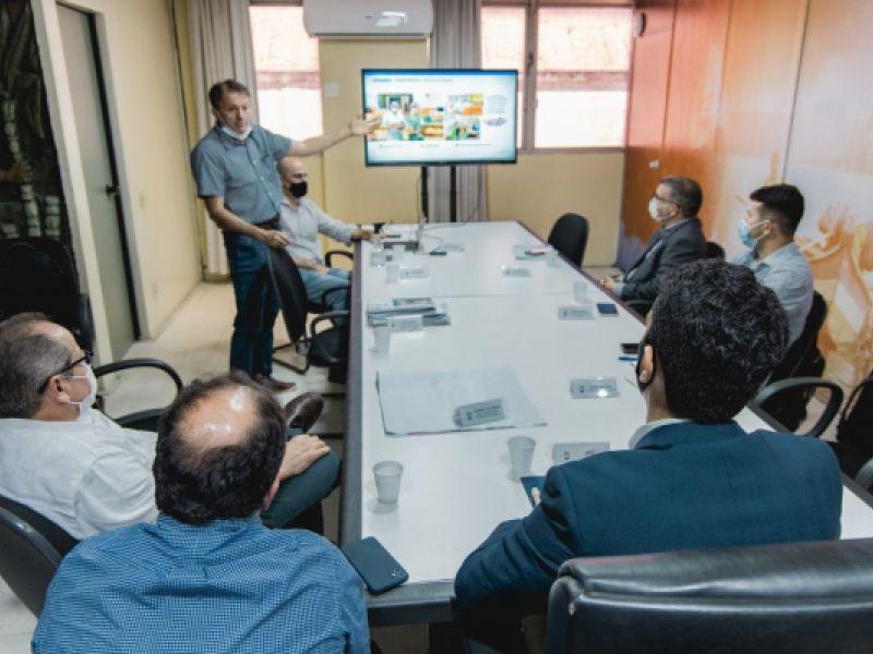 Prefeito JHC conhece planos do Grupo Mateus que pretende se instalar em Maceió