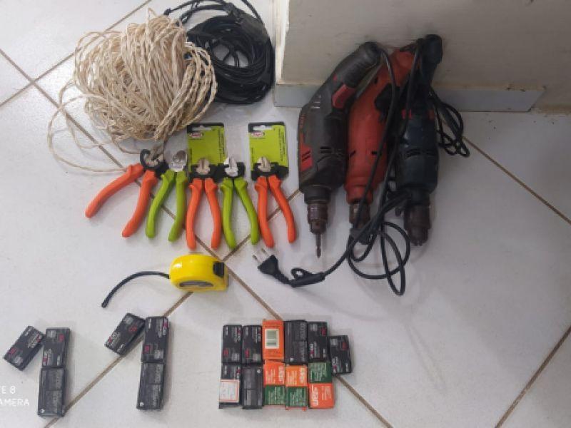 Dupla é presa após ser flagrada tentando vender produtos furtados no Centro de Penedo