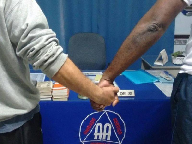 Grupo Persistência completa 30 anos libertando pessoas do vício do álcool em Penedo