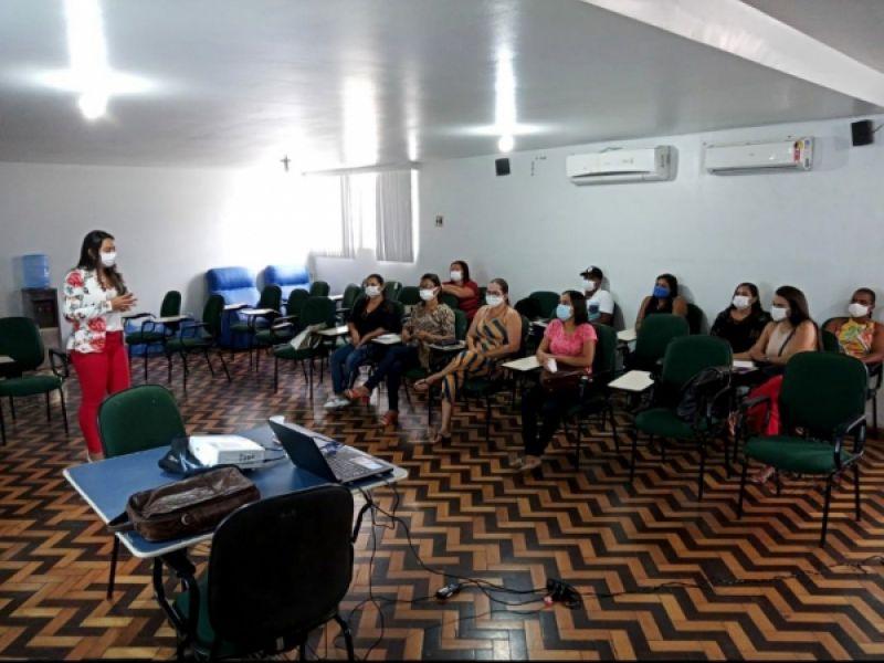 Coordenação de Saúde Bucal da SEMS Penedo capacita equipe e agentes comunitários