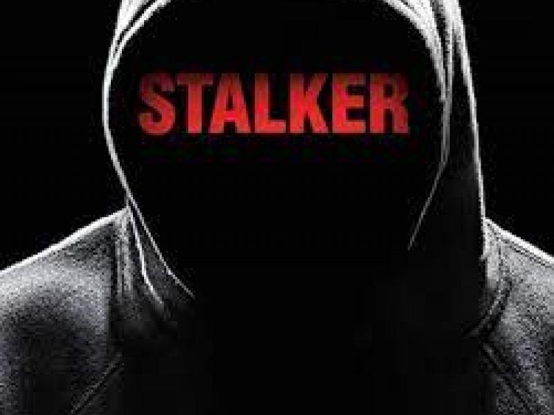 Stalking: Agora é crime no Brasil