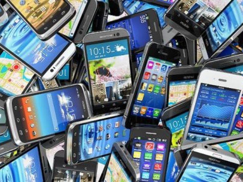 Projeto de lei destina telefones apreendidos em prisões a alunos de escolas públicas