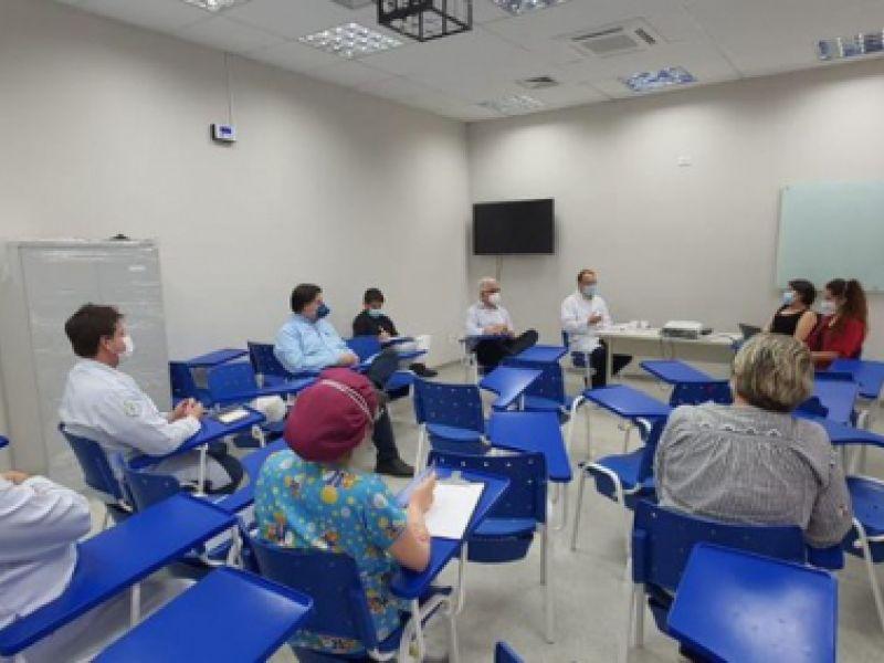 Hospital Universitário debate para implantar Centro de Pesquisa Clínica