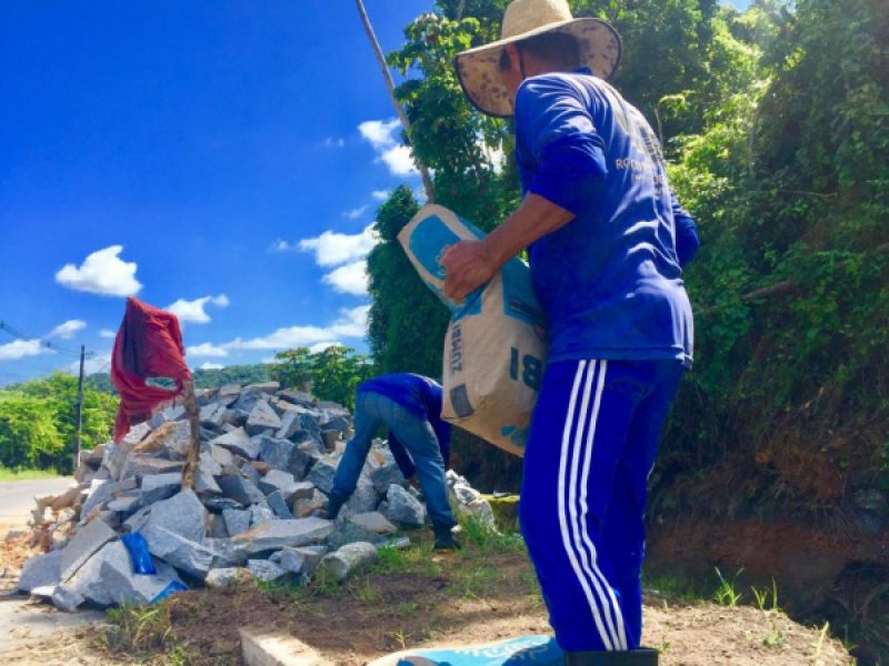 Infraestrutura inicia obra de recuperação de canaleta na Ladeira de Fernão Velho