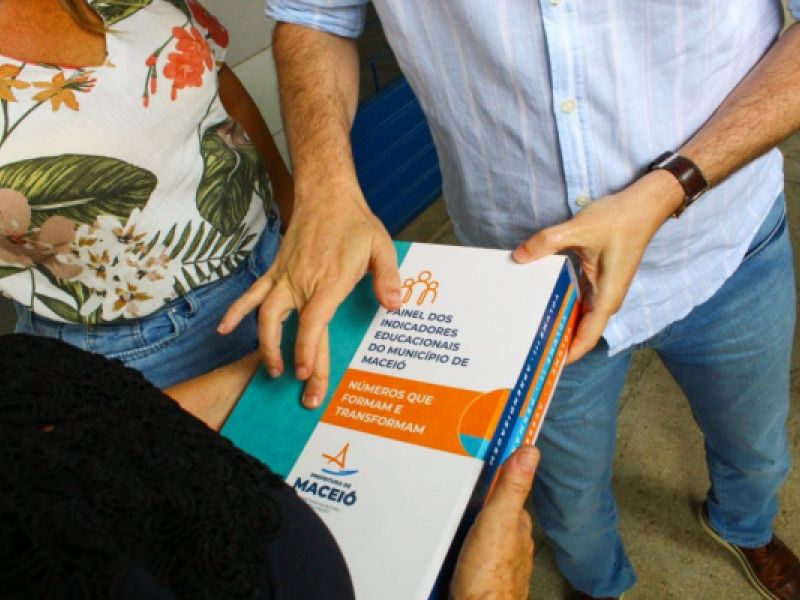 Secretário faz visitas em equipamentos educacionais no Benedito Bentes