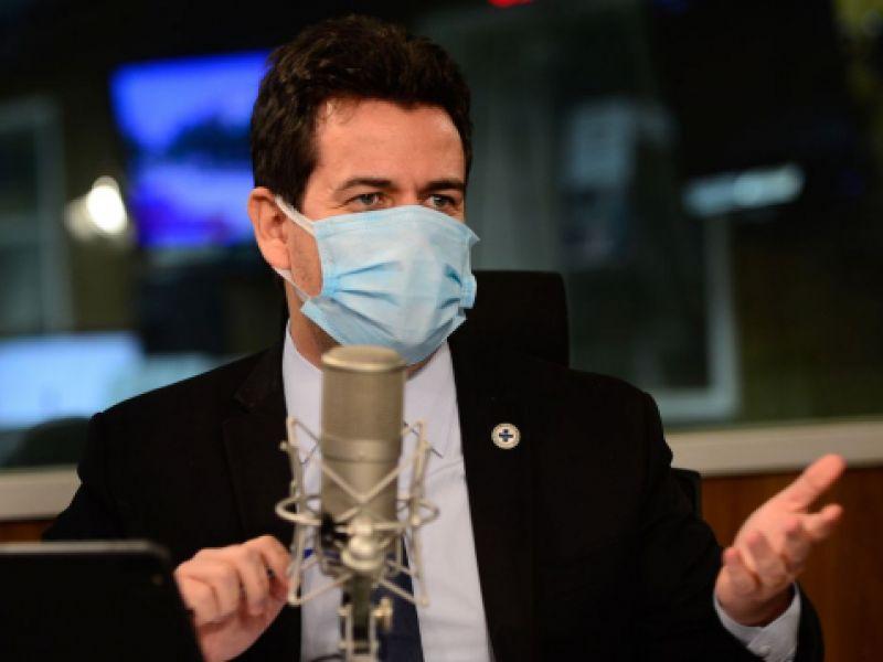 Secretário defende que população busque vacinação contra covid-19