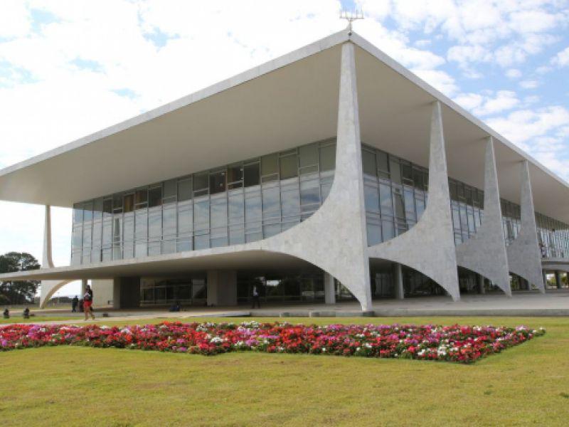 Presidente Jair Bolsonaro veta fundo eleitoral de R$ 5,7 bilhões para 2022