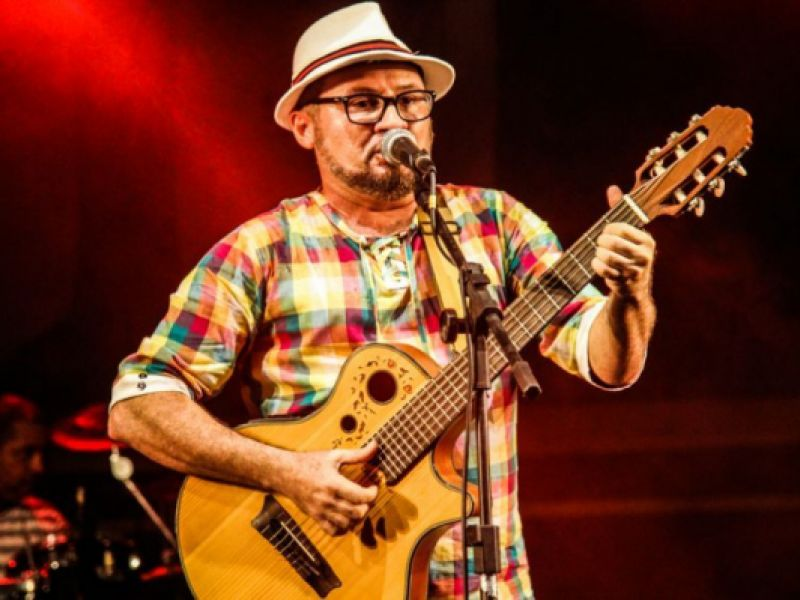 """Sergipano chega a semifinal de festival nacional interpretando a música """"Penedo"""""""