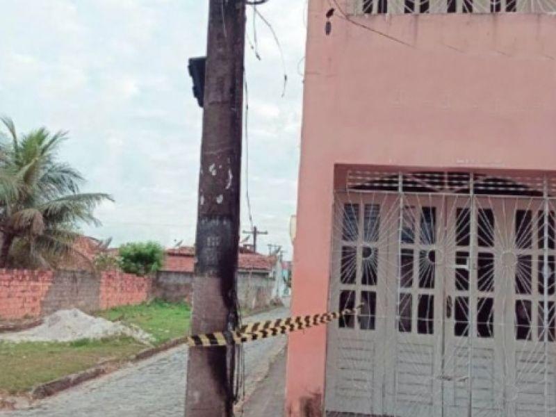 Poste pega fogo e assusta moradores de avenida do Centro de Penedo