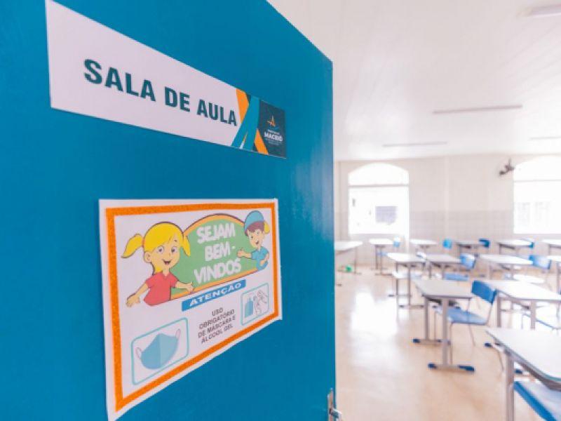 Prefeito JHC entrega reforma da Escola Hermínio Cardoso em Fernão Velho