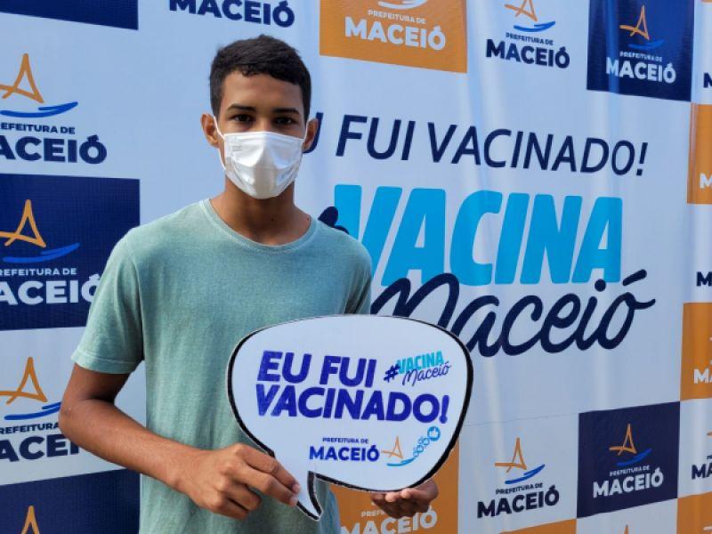 Maceió vacina adolescentes de 12 anos contra a Covid-19 nesta quinta-feira (16)