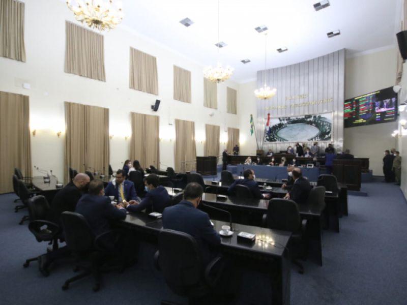 Assembleia Legislativa de Alagoas recebe projeto de lei que cria o Programa Bolsa Escola 10