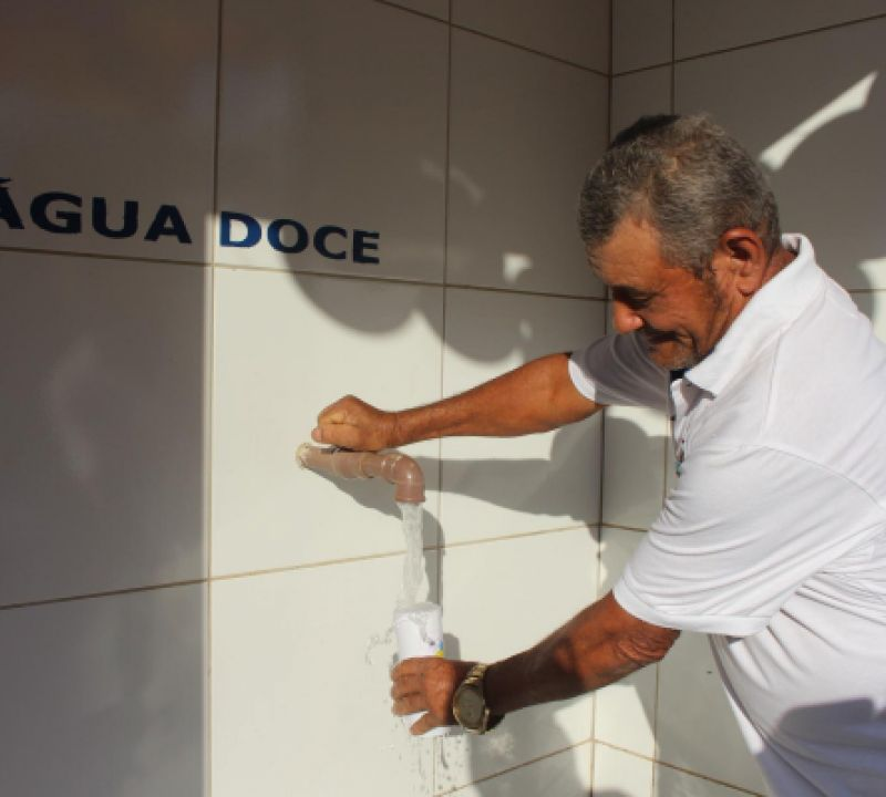 Governo faz a entrega de dois sistemas de dessalinização do programa Água Doce em Piranhas