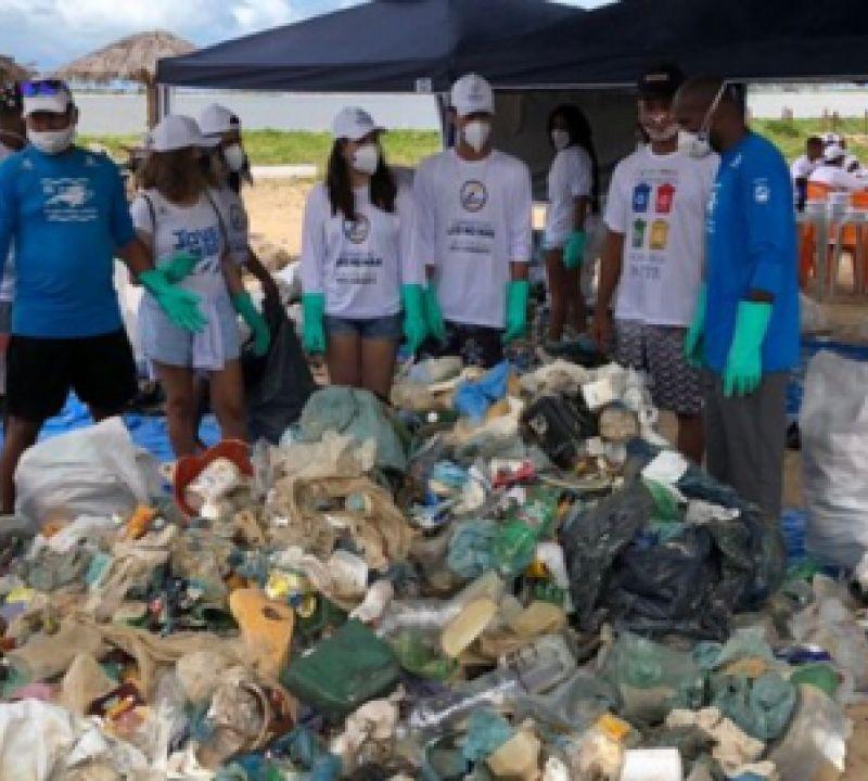 Mutirão de limpeza retira quase 1.500kg de resíduos de praias da Costa dos Corais e de Abrolhos