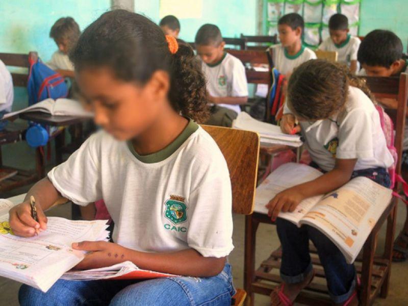 Projeto torna obrigatório o ensino da língua espanhola no currículo escolar brasileiro
