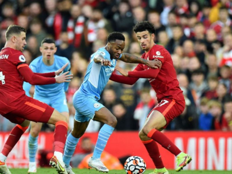 Manchester City e Liverpool empatam em 2 a 2 em jogo eletrizante no Anfield