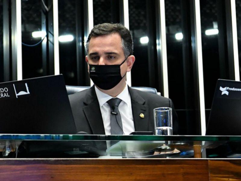Rodrigo Pacheco prorroga vigência de quatro MPs, incluindo a do Auxílio Brasil