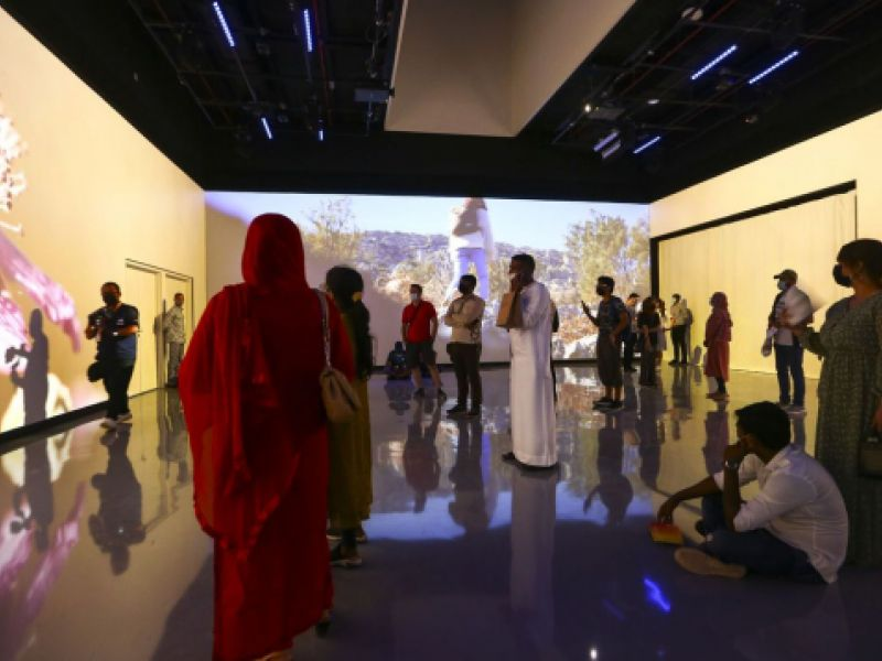 Expo: brasileiros se sentem em casa em pavilhões de língua portuguesa