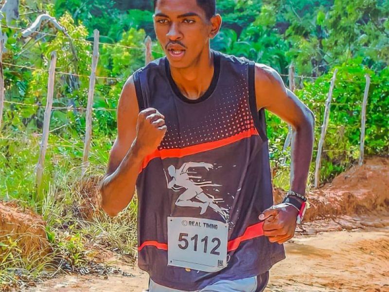 Adolescente de Penedo realiza campanha para participar da corrida de São Silvestre pela 1ª vez