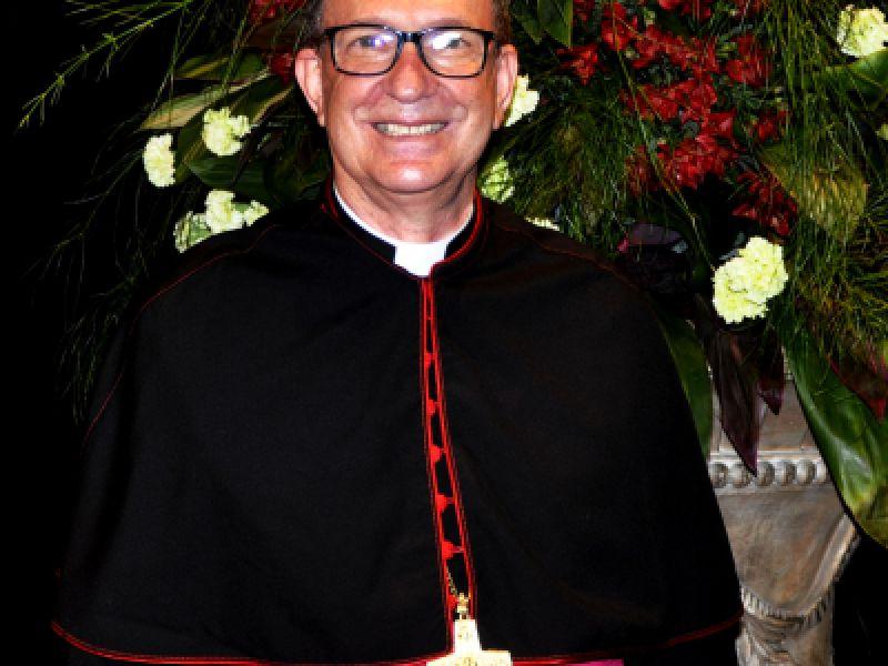 Em solenidade no Theatro, novo bispo de Penedo é recepcionado por autoridades civis