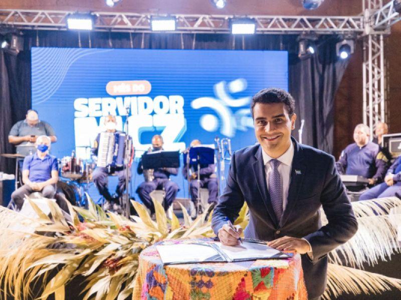Prefeito de Maceió, JHC, abre mês do servidor e lança decretos de valorização da categoria