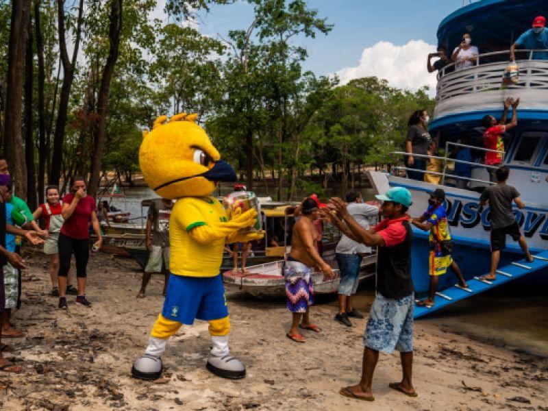 Campanha Seleção Contra a Fome distribui cestas básicas para 85 mil famílias
