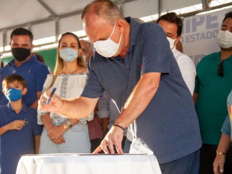 Governador Belivaldo inaugura pavimentação asfáltica em Simão Dias