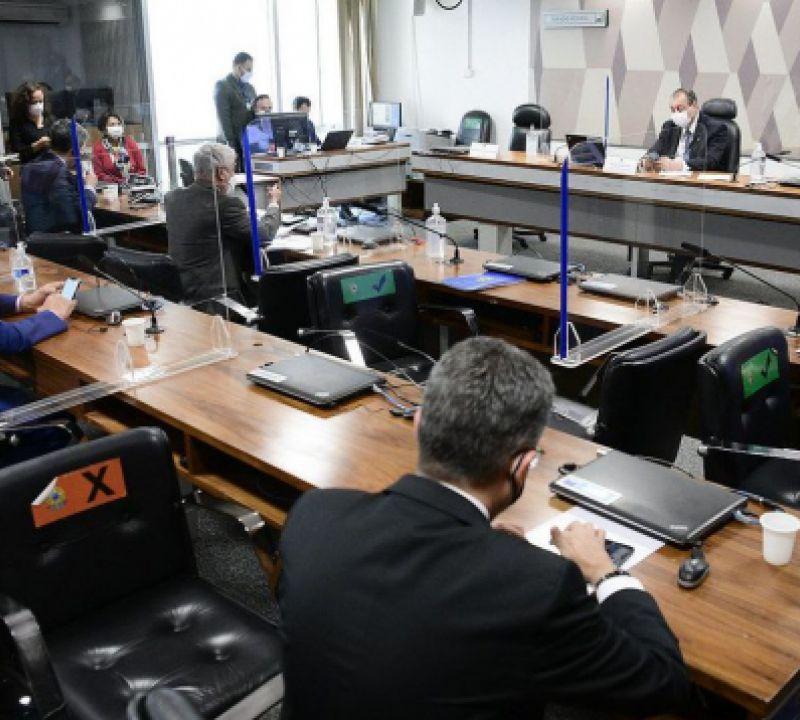 Omar Aziz adia para quarta-feira a leitura do relatório da CPI da pandemia