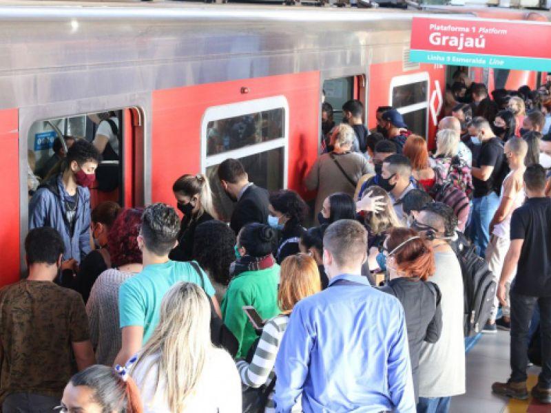São Paulo: falha em trens da Linha 9 prejudica milhares de passageiros