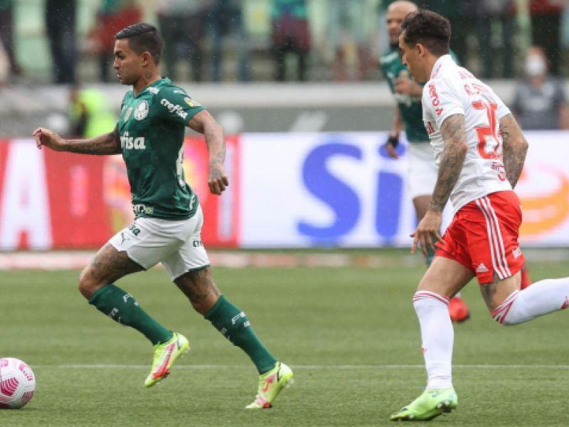 Palmeiras vence Internacional e retorna ao G4 do Campeonato Brasileiro