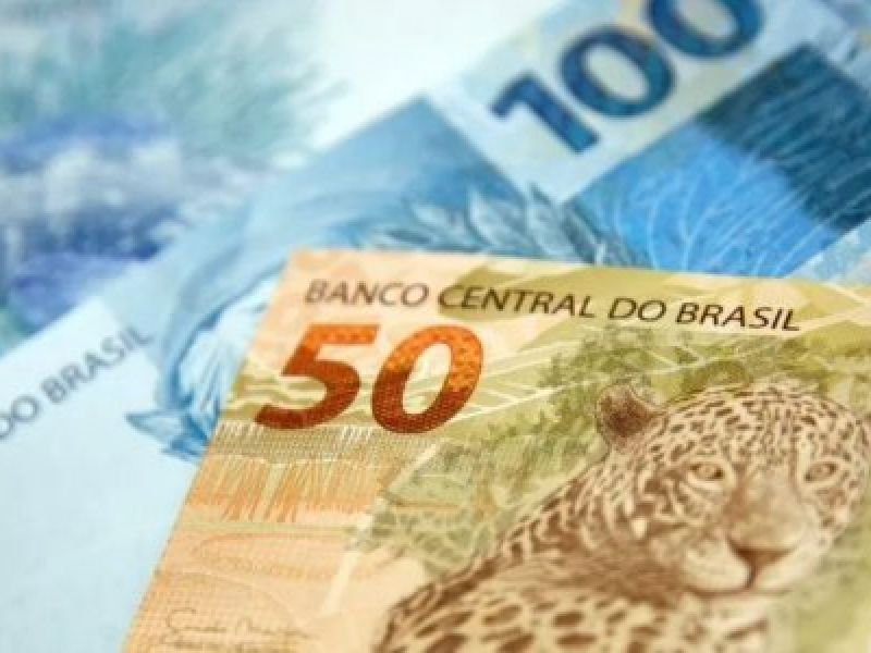 Governo Federal busca recursos para lançar novo programa de assistência financeira, com valor médio de R$ 300