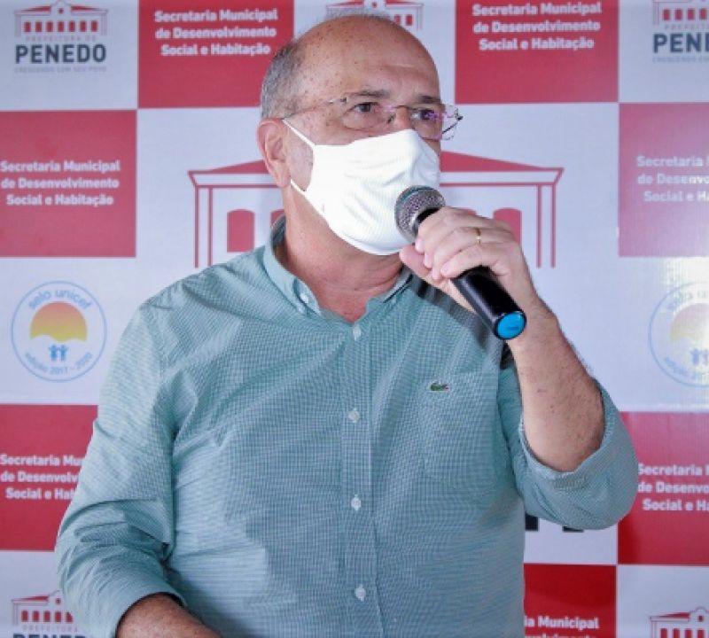 Ronaldo Lopes anuncia pagamento inédito de direito para professores de Penedo