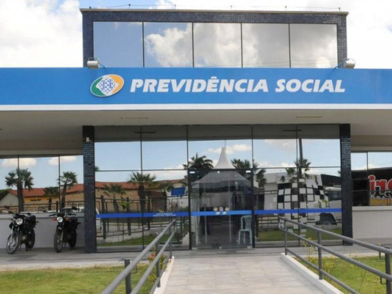 Comissão aprova pagamento do 14º salário a segurados da Previdência Social até 2023