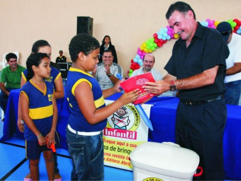 Prefeito lança Campanha do Desarmamento Infantil