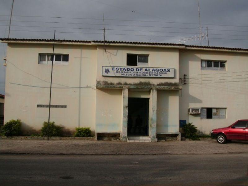 Cerca de 18 presos fogem da Delegacia de Penedo