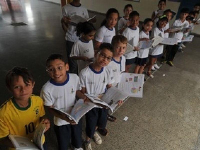 Reposição de livros didáticos custa R$ 87 milhões ao ano