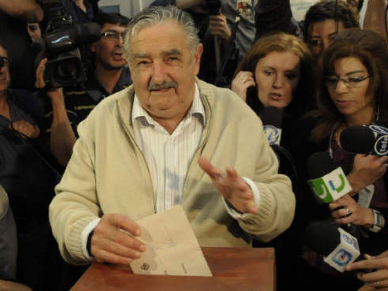 Pepe Mujica vence eleições no Uruguai